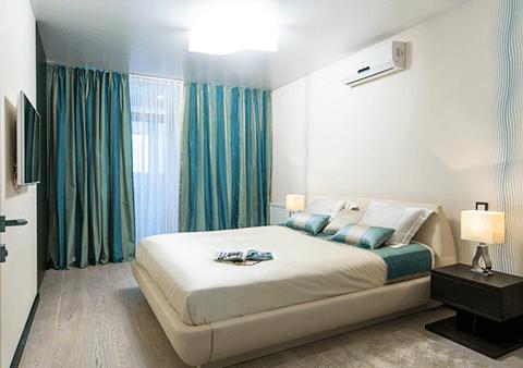 натяжной потолок в спальной комнате